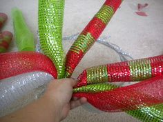 Daisies & Stars: DIY Christmas Deco Mesh Curly Wreath