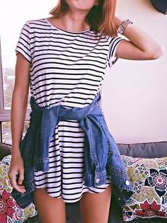 Striped dress and denim jacket serious stripes стиль и мода, Cute Summer Outfits, Spring Outfits, Casual Outfits, Cute Outfits, Outfit Summer, Fresh Outfits, Flannel Outfits, Dress Summer, Night Outfits