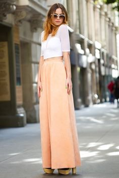 style inspiration: crop tops and wide leg pants All About Fashion, Passion For Fashion, Fall Fashion Trends, Autumn Fashion, Peach Maxi Skirts, Simple Style, Style Me, Orange Skirt, Wide Leg Pants