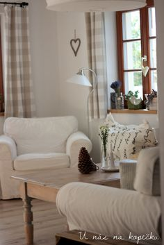U nás na kopečku French Country House, Farmhouse Decor, Accent Chairs, Cottage, Living Room, Kitchen, Furniture, Ideas, Home Decor
