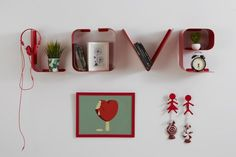 mensole di design love in metallo Floating Shelves, Holiday Decor, Wall, Design, Home Decor, Houses, Die Cutting, Decoration Home, Room Decor
