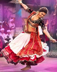 Deepika Padukone, the perfect Leela, says fashion designer Anju Modi, who designed the beautiful costumes, for the movie Ram-Leela. Check out Deepika Padukone fashion statement. Indian Celebrities, Bollywood Celebrities, Bollywood Fashion, Bollywood Actress, Bollywood Style, Bollywood News, Choli Designs, Lehenga Designs, Beauty And Fashion