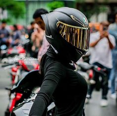 Stupidity drives a person along crooked roads. Custom Motorcycle Helmets, Scooter Motorcycle, Women Motorcycle, Lady Biker, Biker Girl, Bike Style, Biker Chick, Super Bikes, Street Bikes