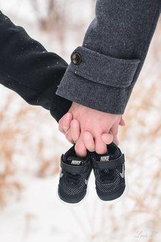 Baby announcement photoshoot #vauva #babynike #babyannouncement #parentstobe