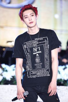 Give me red hair chanyeol *.*
