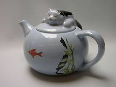 Wade Whimsical Teapot Feline Collection Made in England. What a cutie! Saw it on eBay (1-23-14).