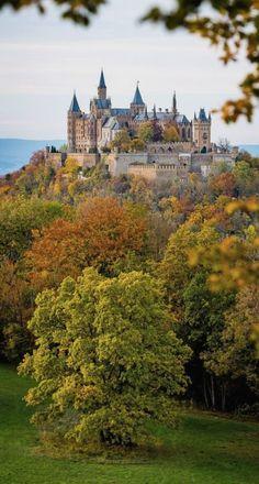 Burg Hohenzollern-Hohenzollern Castle, Stuttgart, Germany Germany Castles Avere maggiori informazioni sul nostro sito http://storelatina.com/germany/travelling #viagem #germanytravel #viagemalemanha #viagemgermany