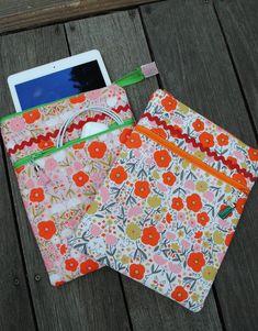 PDF pattern Ipad Zipper Pouch Pattern | Etsy Baby Patterns, Cool Patterns, Quilt Patterns, Small Sewing Projects, Pouch Pattern, Zipper Pouch, Baby Quilts, Ipad Case, Pdf