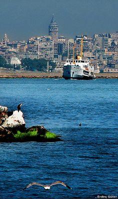 İstanbul  Seni görüyorum yine İstanbul Gözlerimle kucaklar gibi uzaktan Minare…