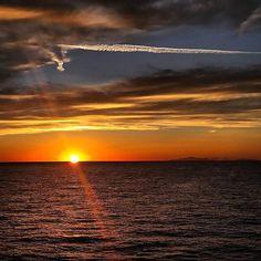 Sunset da Monte Argentario Gr #tramonti_italiani #italia_bestsunset #sunset #sunsets #tramonto #best_italia_sunset #skyshotarchive #loves_skyandsunset  #9vaga_skyandviews9 #dB_garden #sunset_stream # Sun_sky  #loves_madeinitaly #loves_toscana #loves_united_team #loves_united_italia #loves_united_toscana  #loves_world  #loves_italia #loves_unitd_italia_ #loves_united_team by mazzierienrico_photo