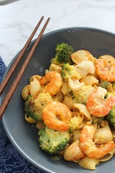 Shrimp stir-fry with broccoli – Du Bonheur au Quotidien – Healthy Food Pasta Dinner Recipes, Vegetarian Recipes Dinner, Dinner Dishes, Shrimp Recipes, Easy Smoothie Recipes, Healthy Recipes, Healthy Smoothie, Dinner Smoothie, Healthy Snacks For Diabetics