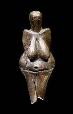 """Art mobilier, statuette féminine, """"vénus de Dolni Vestonice"""", argile cuite, Tchequie, musée de Brno"""