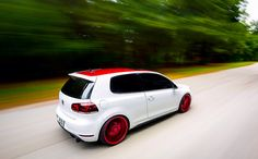 Slick wrapped VW GTI Mk6 with candy apple red Rotiforms