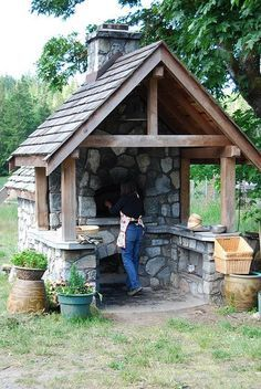 Häuschen mit Holzbackofen … Kitchens with pizza oven Ready for a pizza? Wood Oven, Wood Fired Oven, Wood Fired Pizza, Pizza Oven Outdoor, Outdoor Cooking, Brick Oven Outdoor, Backyard Projects, Outdoor Projects, Diy Projects