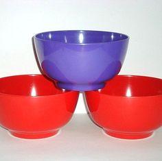 Rosti Danish design retro bowl from the 60s in melaminplastic. #rosti #60s #benedikteskål #melamine #kitchenware #danishdesign #danskdesign #sælges #tilsalg #forsale on  www.TRENDYenser.com.