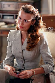 Saffron Burrows as Audrey Strange in Miss Marple's 'Towards Zero' ITV 2008 Saffron Burrows, Agatha Christie's Marple, Vintage Lesbian, Miss Marple, Hercule Poirot, Female Fighter, Movie Costumes, Vintage Shirts, Female Characters