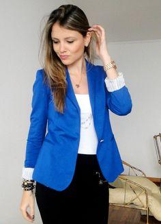 Toda mulher moderna deve ter um modelo de blazer feminino azul no seu guarda roupa. Entendidos de moda dizem que depois de um modelo preto e um branco, voc
