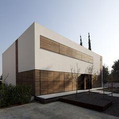 A Family House By Pitsou Kedem Architects In Kfar Shmaryahu, Israel photo © Amit Geron Houses Architecture, Contemporary Architecture, Architecture Details, Interior Architecture, Interior Exterior, Exterior Design, Pitsou Kedem, Different Architectural Styles, Facade House