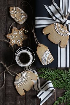 Yes, You Can Make Your Own Gift Tags Out of Gingerbread — Delicious Links