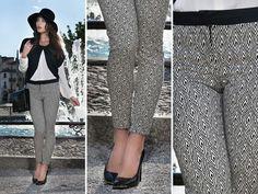 Pantalone in tessuto fantasia geometrica bianco nero con cinturino in contrasto. #chic #elegante #fashion