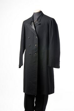 Possible overcoat for Lear or Gloucester. Man's black wool suit with overcoat, c., Charleston, S., a prominent men's tailor on King Street for many years. Victorian Men, Victorian Fashion, Vintage Fashion, Edwardian Era, Mens Attire, Mens Suits, 1890s Fashion, Period Outfit, Sharp Dressed Man