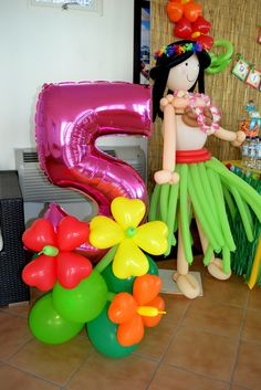 "Heart shaped balloons to make tropical balloon flowers - Photo 33 of 33: Hawaiian Luau / Birthday ""{Hawaiian Luau}""   Catch My Party"