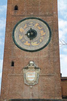 Reloj de la torre en Cremona