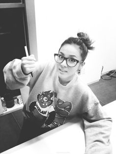 dara with glasses