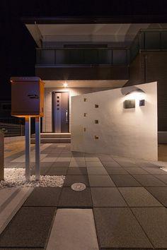 灯りの仕切り。 #lightingmeister #LOVE #follow #gardenlighting #outdoorlighting #exterior #garden #light #house #home #庭 #家 #照明 #仕切り #ドラセナ #シンプル #駐車場 #partition #dracaena #simple #parking Instagram https://instagram.com/lightingmeister/ Facebook https://www.facebook.com/LightingMeister