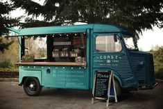 Check out 12 Food Truck Designs to check out before it is time to start your own, because these ones look amazing. Find them at Ateriet - Food Culture Food Trucks, Pizza Food Truck, Coffee Food Truck, Vegan Food Truck, Food Cart Design, Food Truck Design, Hy Citroen, Starting A Food Truck, Coffee Trailer