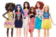 Barbie será también rellenita, bajita o alta. La célebre muñeca rompe por primera vez en más de medio siglo con el estereotipo femenino y cambia de físico. Colpisa / AFP | El Diario Vasco, 2016-01-28 http://www.diariovasco.com/sociedad/201601/28/barbie-sera-tambien-rellenita-20160128172123-rc.html