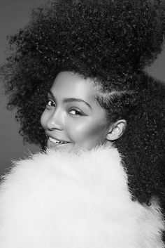 Yara Shahidi Shows Her Curly Mane In Paper. Blackish star Yara Shahidi recently posed for Paper showing off her naturally curly hair in all it's glory! Long Curly Hair, Curly Girl, Curly Hair Styles, Natural Hair Styles, How To Grow Natural Hair, Natural Hair Journey, Pelo Natural, Let Your Hair Down, Queen Hair