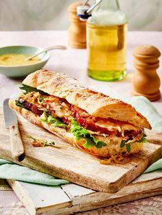 Fast Kasseler sandwich - A baguette to fill you up! Gourmet Sandwiches, Sandwiches For Lunch, Sandwich Recipes, Baguette Sandwich, Grilled Sandwich, 1000 Calories, Le Diner, Meals For Two, Food Inspiration