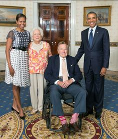 President Barack and Michelle Obama with Former President George and Barbara Bush Presidents Wives, Black Presidents, Greatest Presidents, American Presidents, American History, Barak And Michelle Obama, Barrack And Michelle, Obama Photos, Presidente Obama