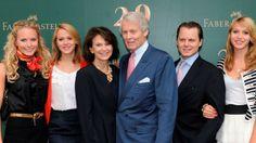 Anton-Wolfgang Graf von Faber-Castell mit seiner Frau Mary und seinen Kindern Graf Von Faber Castell, Anton, Dresses, Fashion, House, The Documentary, Kids, Vestidos, Moda