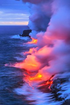 ~~ON FIRE ! Lava and toxic smoke, Big Island, Hawaii by Abdulmajeed Aljuhani~~ (Pour Water People) All Nature, Amazing Nature, Beautiful World, Beautiful Places, Lava Flow, Big Island Hawaii, Natural Phenomena, Belle Photo, Beautiful Landscapes