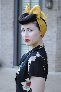 Vintage Hairstyles With Bangs The Fiercest Lilliputian: Flowers 1940s Hairstyles, Hairstyles With Bangs, Wedding Hairstyles, Cool Hairstyles, Short Hair Updo, Short Hair Styles, Bumper Bangs, Ear Hair Trimmer, Estilo Pin Up