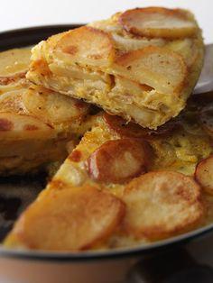 40 recettes de pommes de terre qui font l'unanimité Snack Recipes, Snacks, Omelette, Tapas, Entrees, Good Food, Food And Drink, Chips, Healthy Eating
