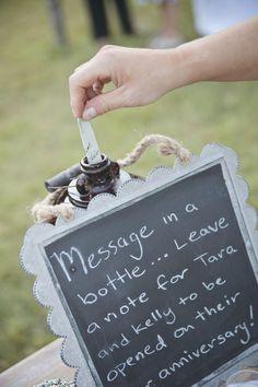 message en bouteille original au lieu de livre d'or traditionnel
