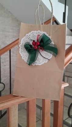 Wrap gifts along with Xmas token of appreciation candy. Christmas Gift Bags, Christmas Gift Wrapping, Christmas Paper, Xmas Gifts, Craft Gifts, Diy Gifts, Decorated Gift Bags, Gift Wraping, Creative Gift Wrapping
