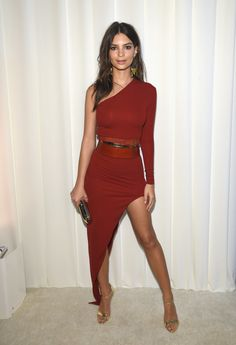 Emily Ratajkowski showed some leg at an Oscar afterparty.