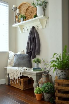 Entryway is the first room that people see when they come into your home. Entryway designs tell a lot about home owners. Visitors can judge your home decorating in no time by what they experience in your entryway. Attractive and… Continue Reading → Rustic Farmhouse Entryway, Farmhouse Ideas, Farmhouse Chic, Country Entryway, Farmhouse Bench, Shabby Chic Homes, Style At Home, Cozy House, Home Fashion