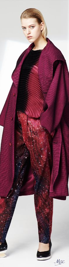 SANGRIA - INNOVATIONS 2017 COLOR OF THE YEAR | Pre-Fall 2016 Issey Miyake