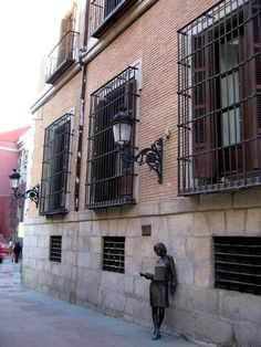 Lateral del Palacio de los Bauer (s. XVIII), antigua sede de la Escuela Superior de Canto, en la actualidad es la del Coro Nacional. Calle de San Bernardo.