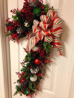 Christmas Door Wreaths, Christmas Flowers, Holiday Wreaths, Christmas Holidays, Christmas Crafts, Christmas Ornaments, Holiday Decor, Christmas Parties, Christmas Floral Arrangements