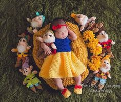 Crochet Snow White outfit. ADIRABLE!