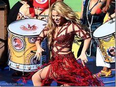 Hey... ¿Shakira está embarazada? (Fotos + Video) - http://www.leanoticias.com/2014/07/14/hey-shakira-esta-embarazada-fotos-video/