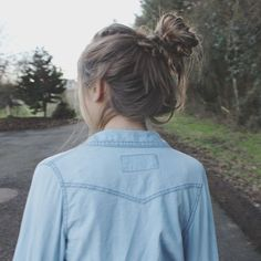 messy bun. wish my hair could look this good in a messy bun =/