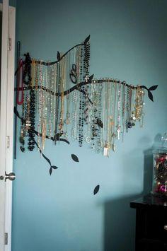 VERY cool jewelry hanger! ~This jewelry tree makes necklaces ART~ Jewelry Hanger, Jewelry Tree, Hang Jewelry, Hang Necklaces, Organize Necklaces, Jewelry Box, Jewelry Ideas, Belt Hanger, Jewelry Making