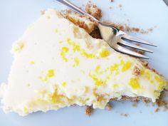 Haviam alguns limões a necessitar urgentemente de serem consumidos para não estragar e havia visitas a receber em casa, conclusão usei os limões numa deliciosa tarte de limão. Sugiro que experiment...